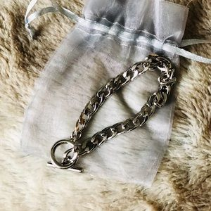 Jewelry - Silver bracelet with toggle closure
